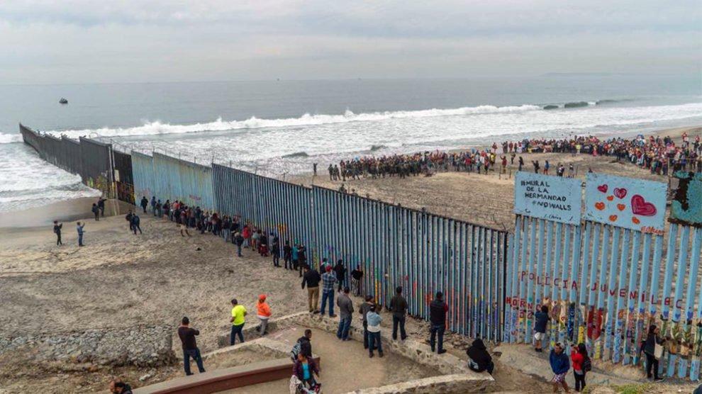 Hispanic group to help migrant children