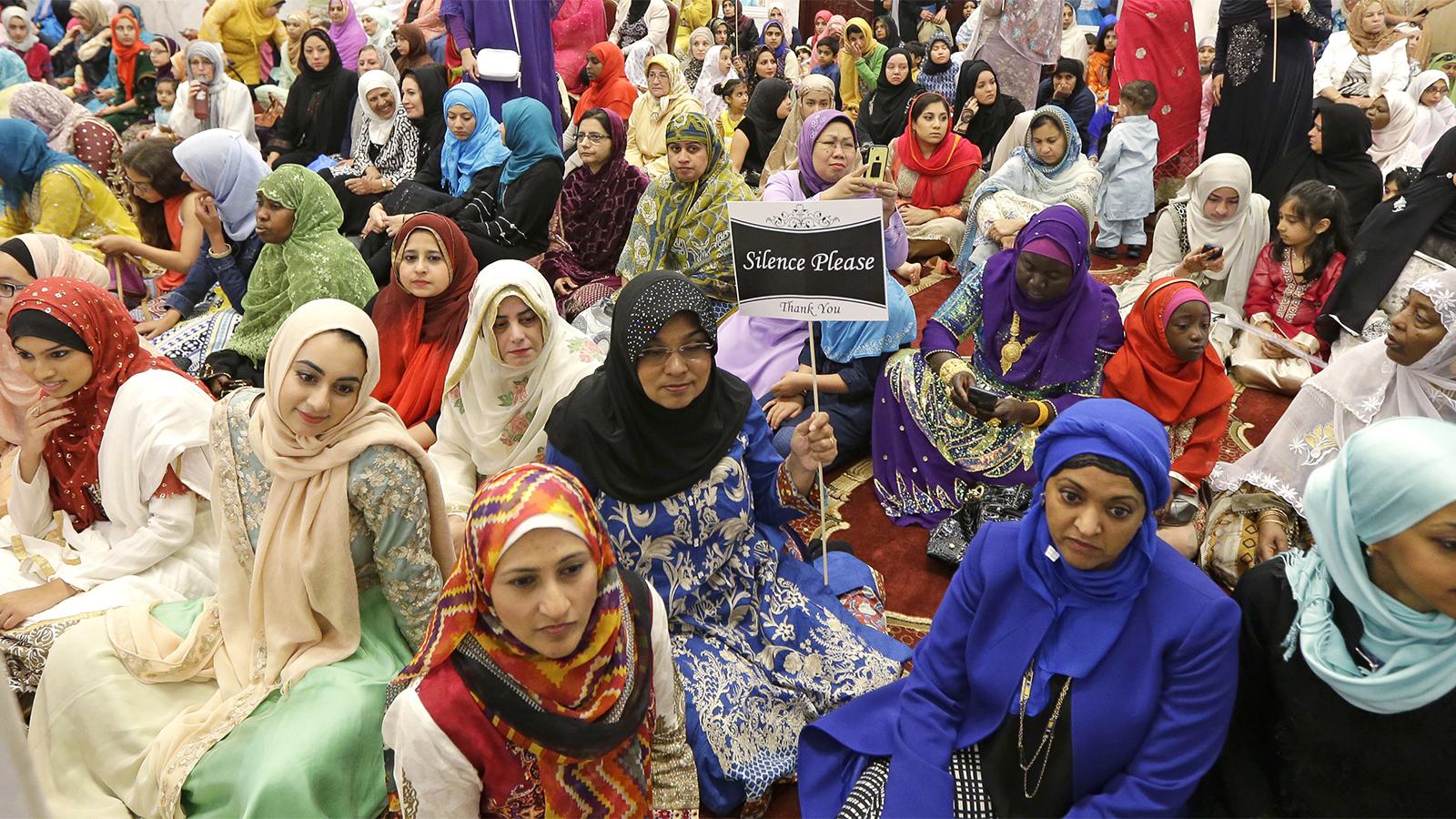 Muslim women at Ramadan