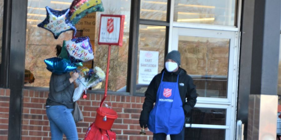 Aurora Lions help Red Kettle Bell Ringing